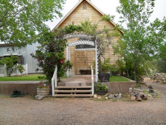 bonnie-springs-chapel-1.jpg